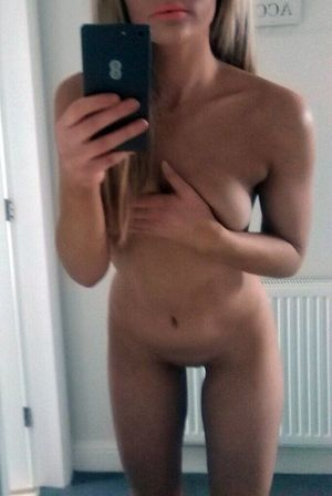 Exquisite teen naked selfie