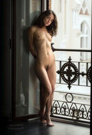 Barcelona model Eva erotic art pictures