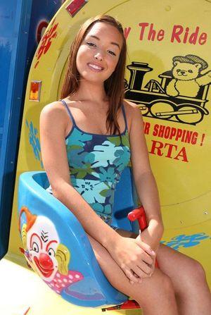 Positive beauty Sandy Sweet new photo