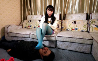 Chinese teen trample face