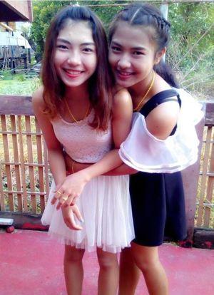 Beautiful young Chinese girlfriends, a..