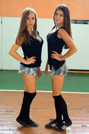 Beautiful teen girls non-nude pictures