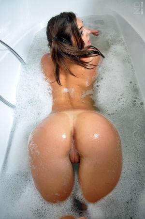 Naked American girlfriend seduces her..