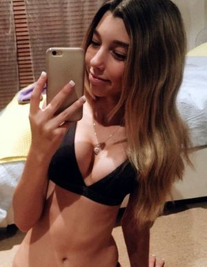 Sexy young babes topless and in bikini..